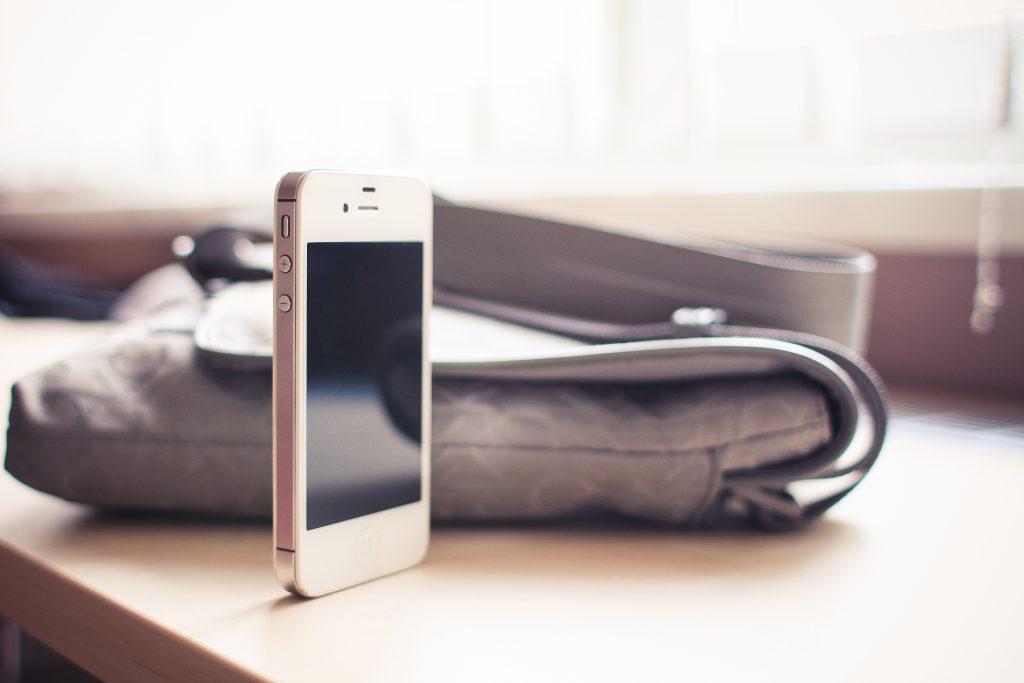 white-iphone-4s-standing-on-the-desk-picjumbo-com