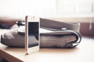 white-iphone-4s-standing-on-the-desk-picjumbo-com